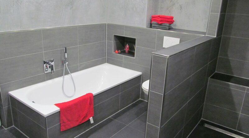 Wandgestaltung Spachteltechnik im Bad